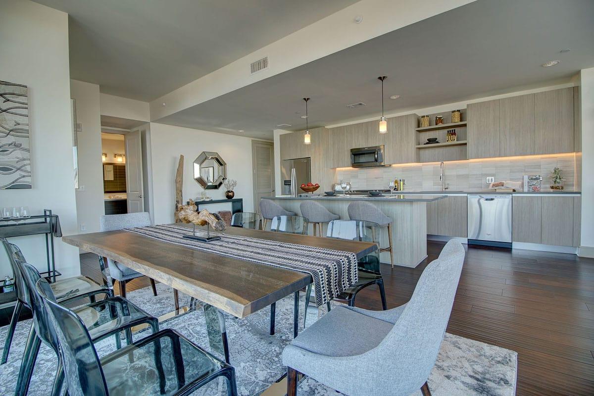 Houston Luxury Apartment Kitchen/Dining Area